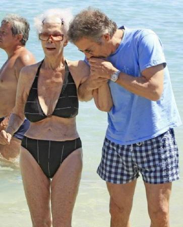 Totalit it i bikini che hanno sfilato lungo le spiagge questa estate - Donne che vanno in bagno a cagare ...